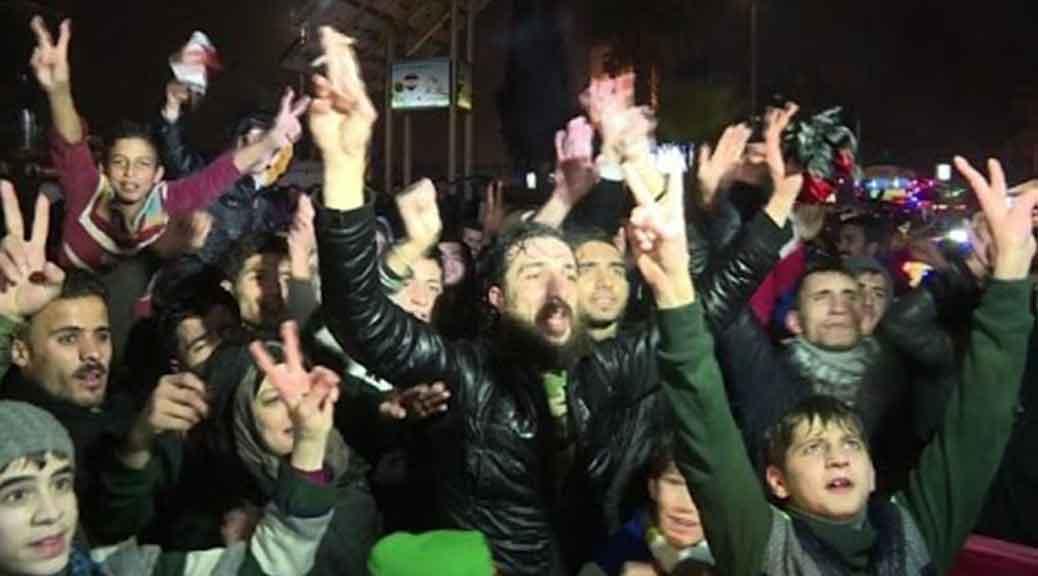 Siria, i cittadini festeggiano: Aleppo è stata liberata