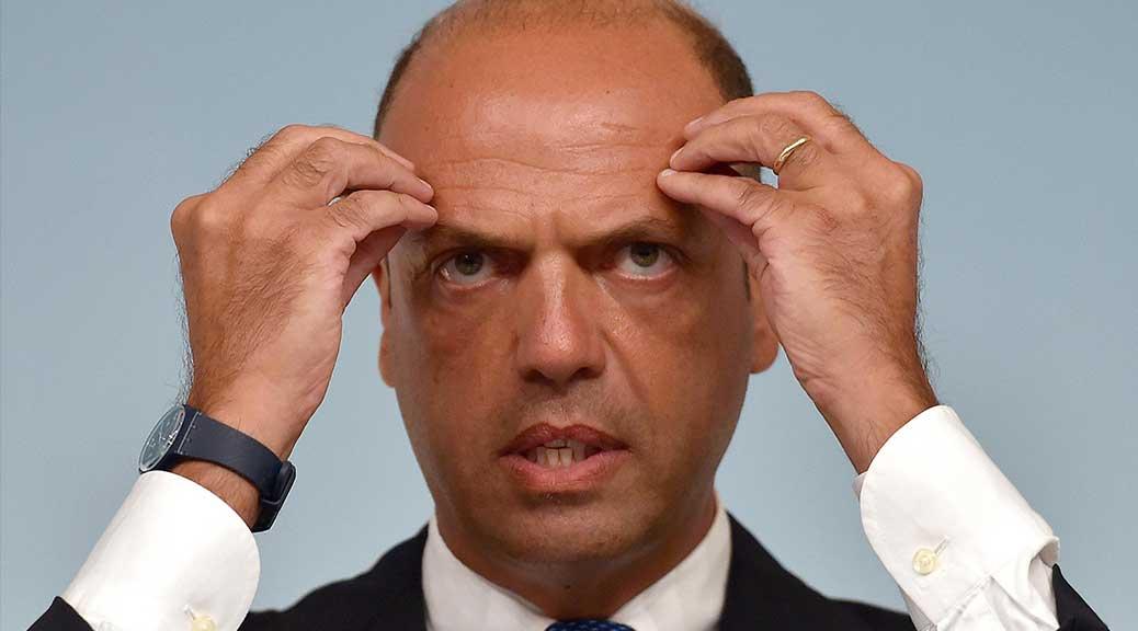 La Lega annuncia una mozione di sfiducia contro Alfano: 'Intasca soldi su pelle immigrati'