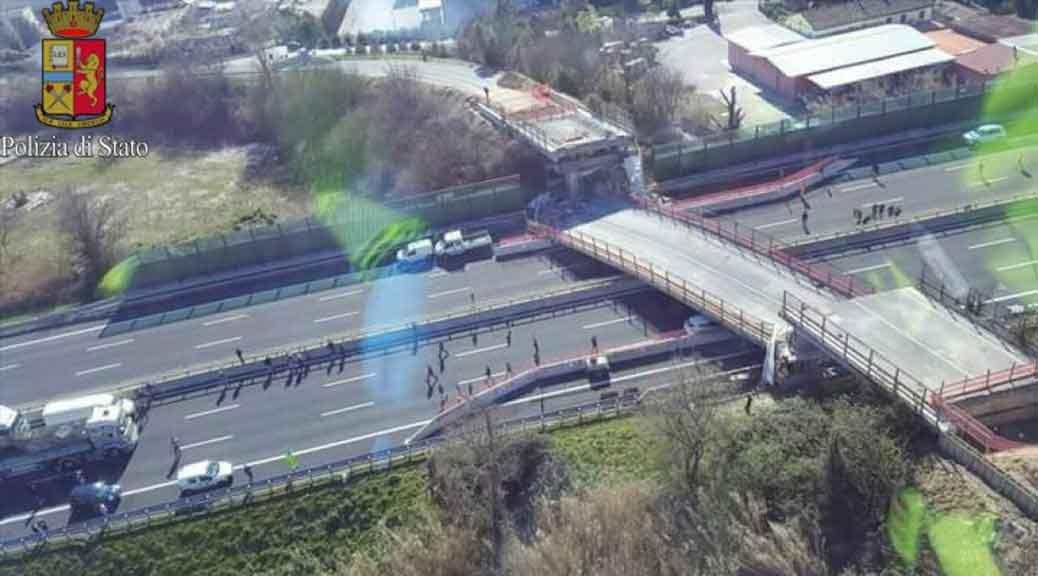 Crolla un cavalcavia sulla A14: due morti e due feriti