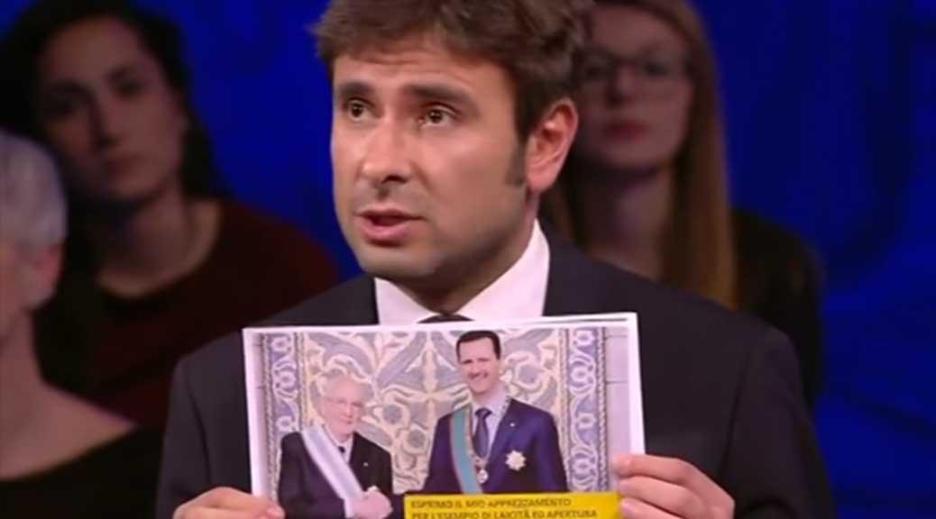 Di Battista mostra in diretta la foto di Napolitano con Assad