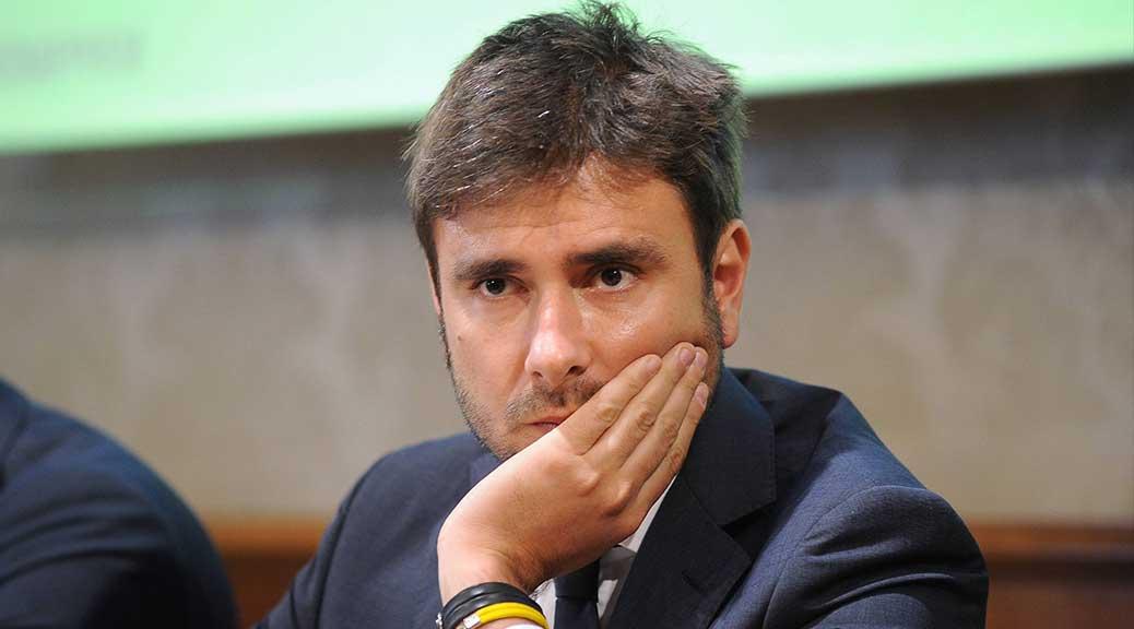 Di Battista: 'Lotti ministro con delega all'editoria. La stampa è libera di parlare dei suoi guai?'