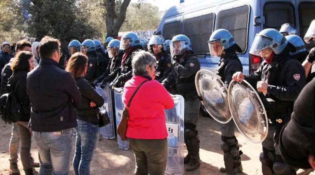 Puglia, sospeso l'espianto degli ulivi: i manifestanti hanno bloccato le strade