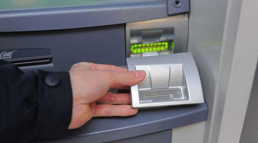 Nuova truffa del bancomat a Napoli: boom di denunce alla polizia