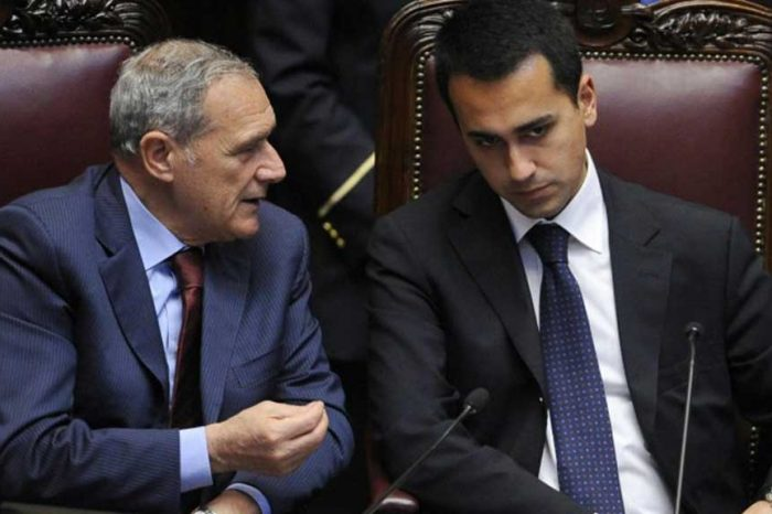 Di Maio contro Grasso: 'Nulla da imparare dal suo partito che prendeva soldi da business immigrati'