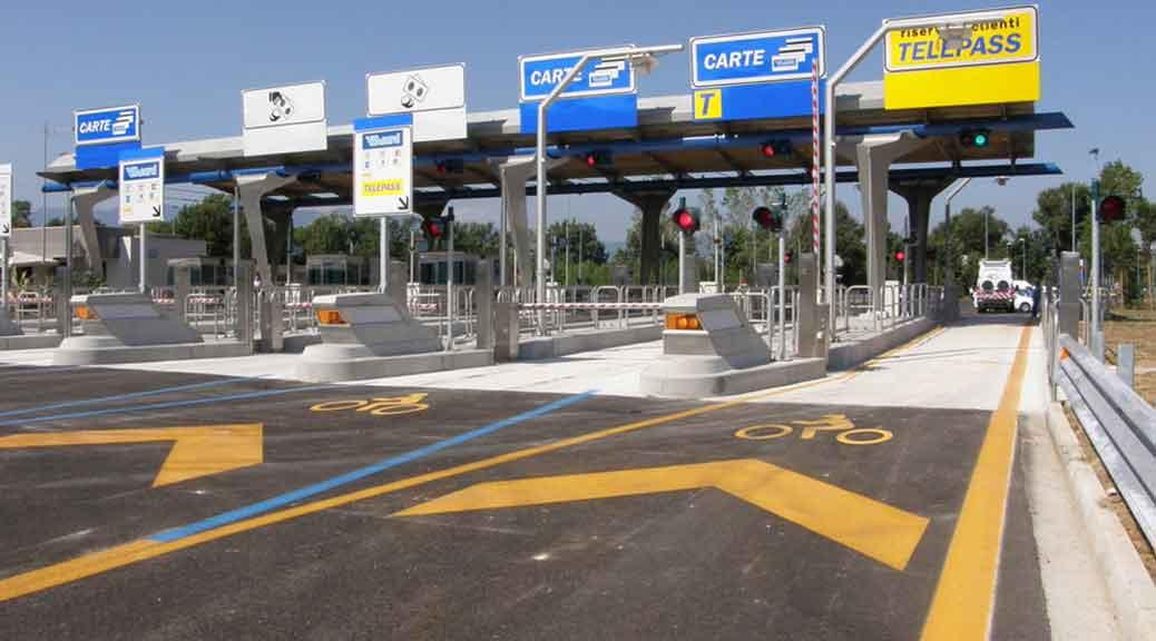 Multe autostrada: sanzioni da 85 a 400 euro per chi non paga il pedaggio