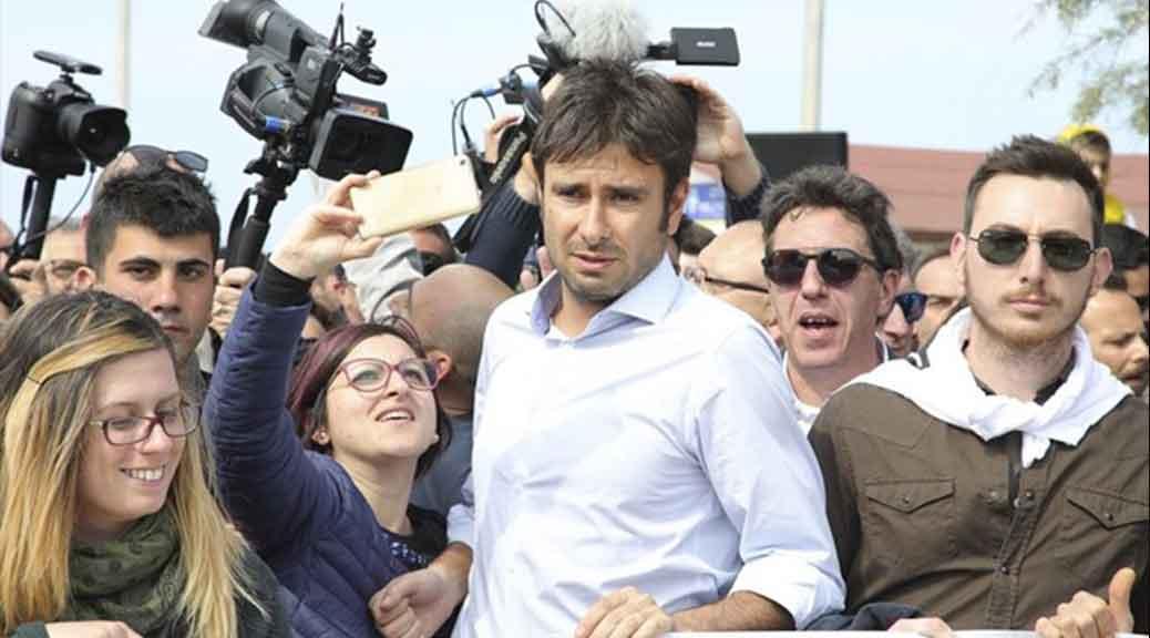 Governo, Di Battista: «Via 345 parlamentari e via i Benetton dalle nostre autostrade. Chi ci sta?»