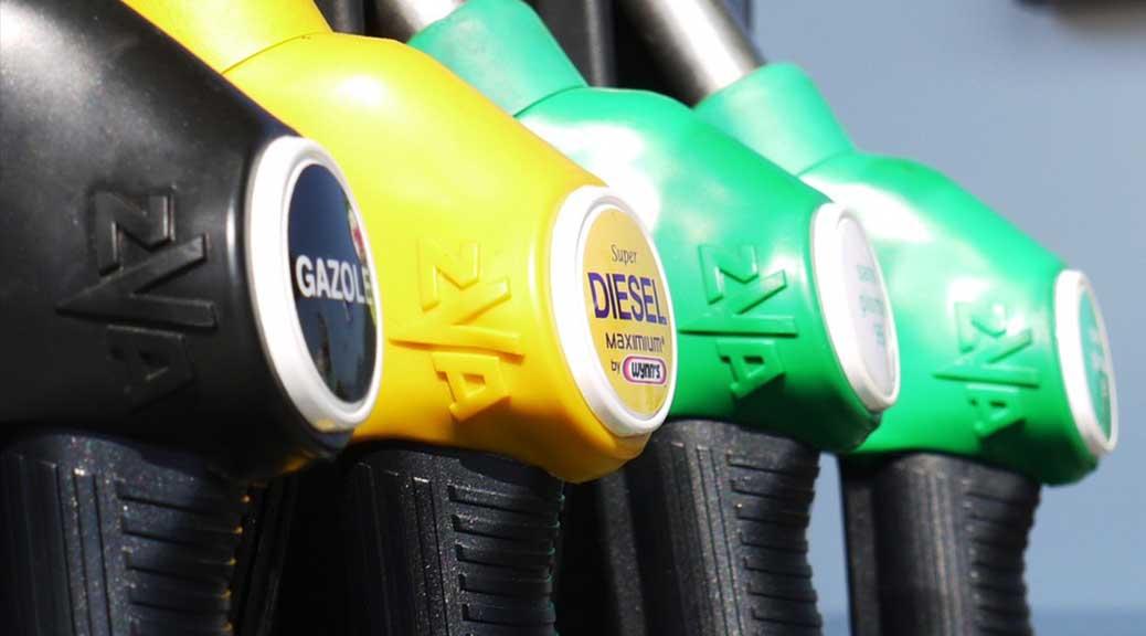 Prezzi benzina, arriva la stangata di Pasqua