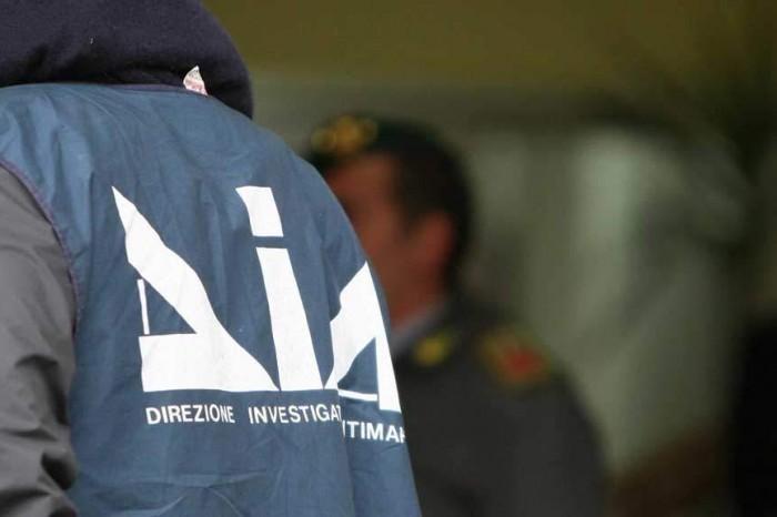 Migranti, arrestati parroco e capo Misericordia Isola Capo Rizzuto
