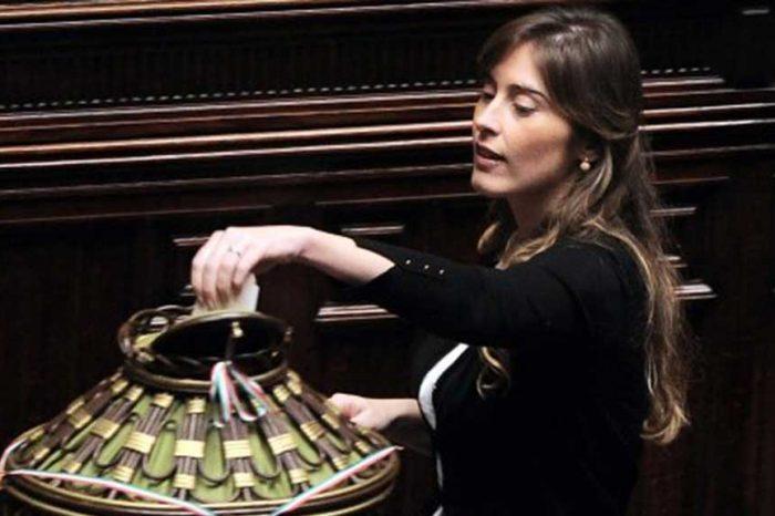 M5S: 'Il Pd sta insabbiando lo scandalo Boschi'