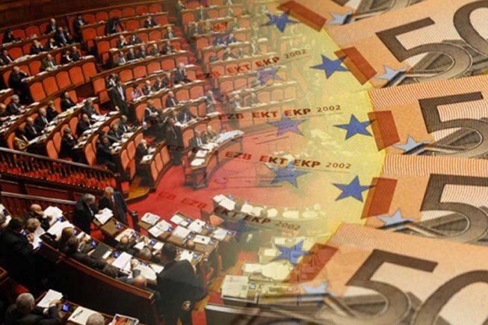 M5S: «Smascherati anche in Calabria: centrodestra e centrosinistra hanno reintrodotto i vitalizi all'unanimità»