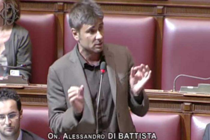 Di Battista al Pd: 'Avete lo stesso numero corrotti di Forza Italia'