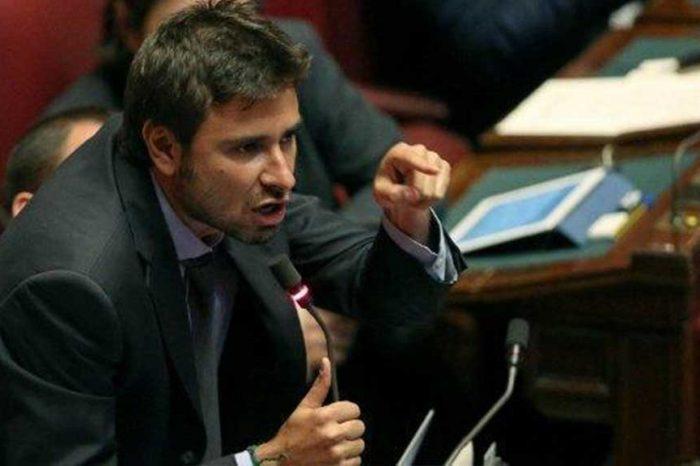Legge elettorale Di Battista: 'Schizofrenia Pd (o solo paura di votare?)'