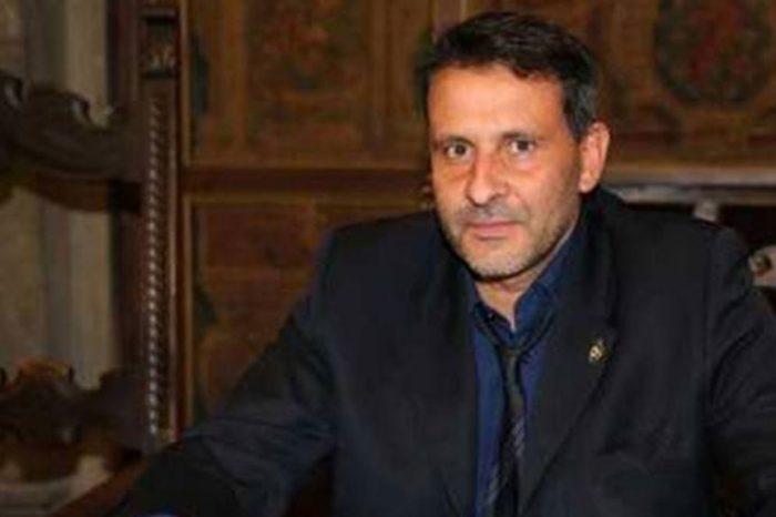 Sindaco Pd arrestato per peculato: '570 mila euro in cellulari e iPad'