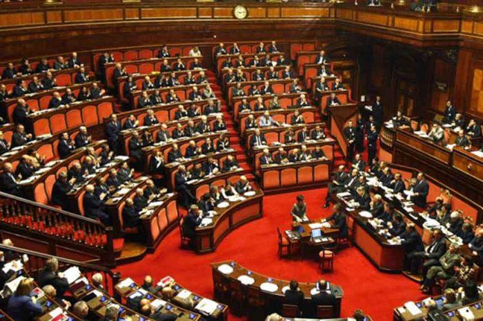 Tagliati i vitalizi ai parlamentari, ma non le pensioni ai dipendenti di Camera e Senato