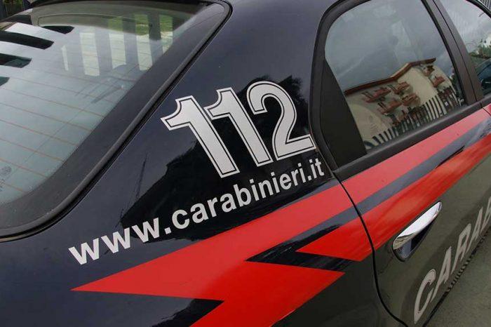 Siena, migrante accoltella un autista: i carabinieri gli sparano alle gambe per bloccarlo