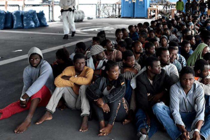 L'Italia è pronta a ospitarne fino a 200mila migranti. E spunta l'ipotesi tendopoli