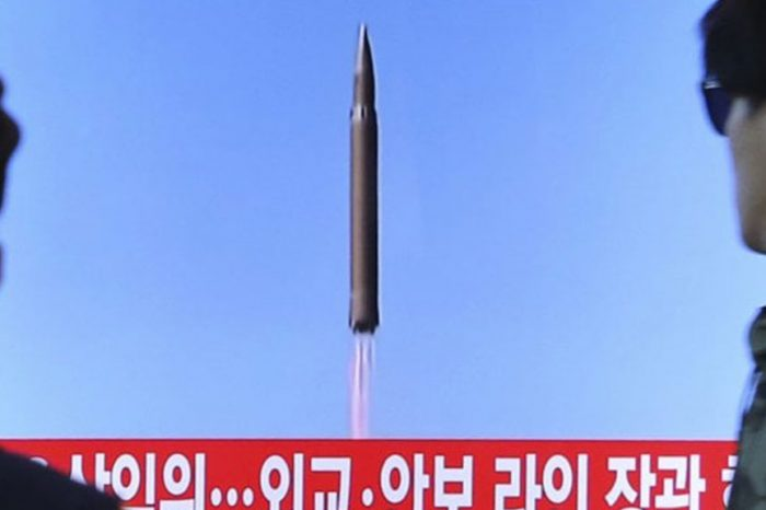 La Corea del Nord lancia un missile che sorvola il Giappone