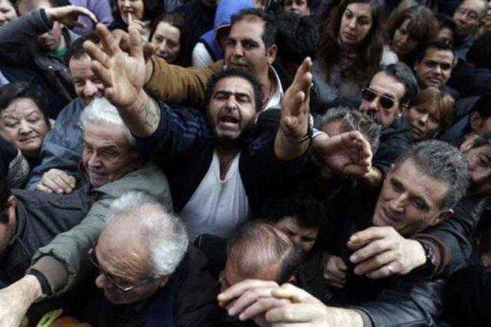 Grecia: i lavoratori costretti a restituire la tredicesima