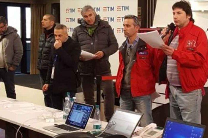 Sanremo, la protesta dei lavoratori Tim: 'Fanno il festival con i tagli sul nostro salario'