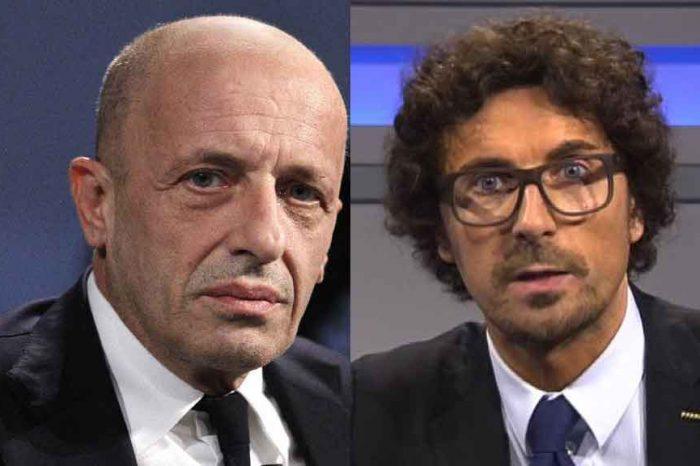 Sallusti attacca Toninelli: «Tontolone, torna a fare l'assicuratore». La replica di Lezzi: «Servo di Berlusconi»