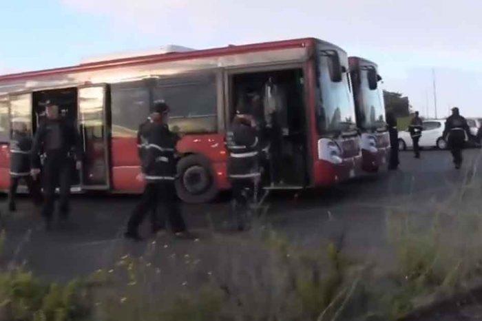 Maxi operazione al campo nomadi di via Candoni a Roma, Taverna: 'Questo i giornali non ve lo dicono'