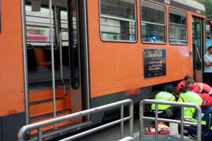 Fattorino di Just Eat finisce sotto un tram a Milano: gamba amputata