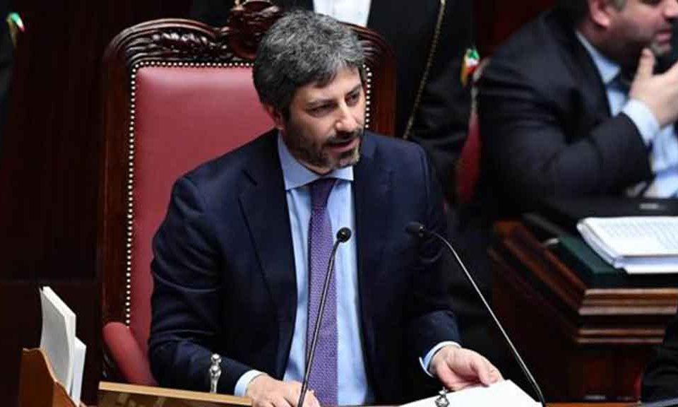 Taglio dei vitalizi ex parlamentari a fico 39 disposti a for Vitalizi dei parlamentari