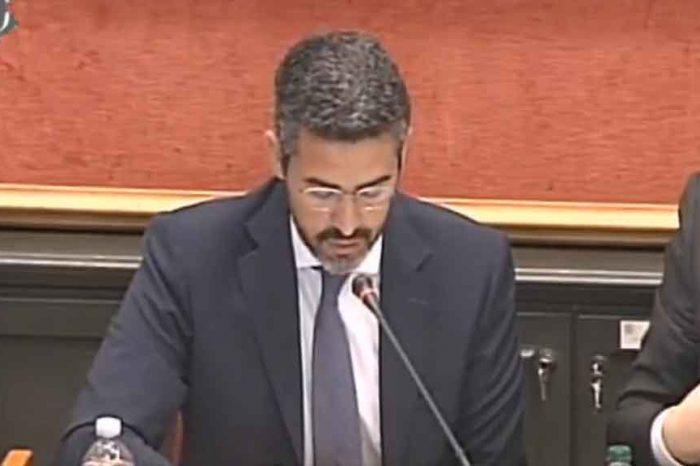 Il ministro Fraccaro propone la riduzione del numero dei parlamentari