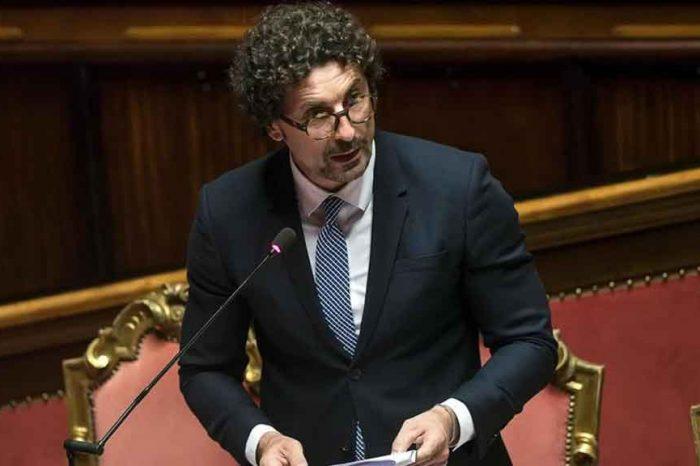 Targhe auto diventano portabili, il Ministro Toninelli: 'Risparmio di tempo e denaro per tutti i cittadini'