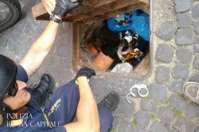 Polizia Locale Roma: merce nascosta nei tombini e nei contatori della luce dai venditori abusivi