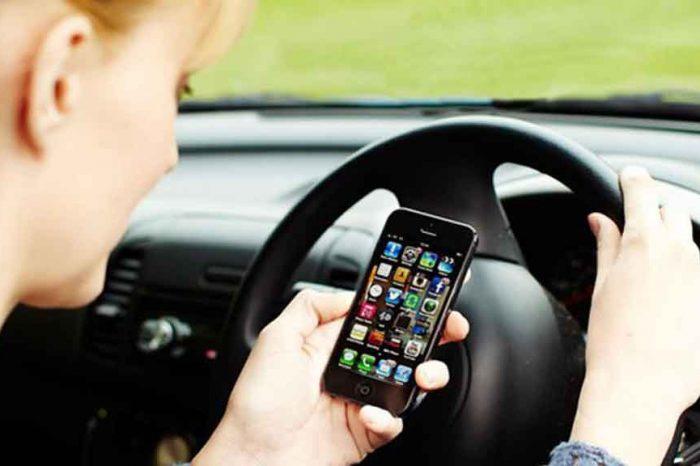 Toninelli: 'Con smartphone alla guida possibile ritiro della patente'