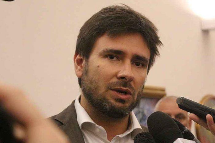 Mafia a Roma, Di Battista: 'Chi finanzia e viene finanziato'