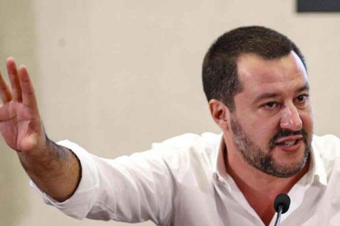 Salvini: 'Finalmente un governo con le palle che battaglia punto su punto con quelli di Bruxelles'