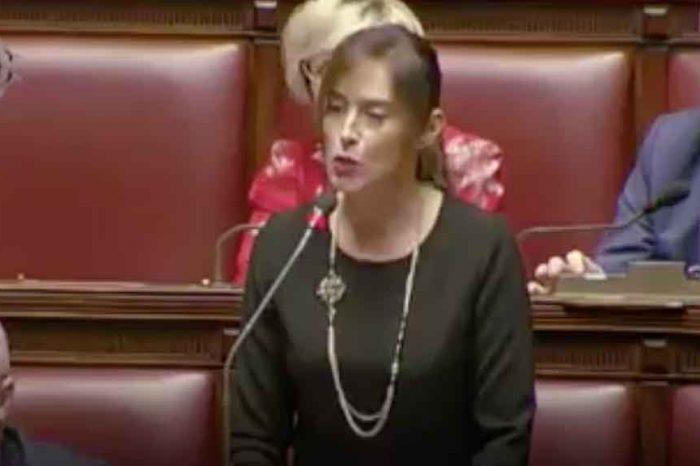 Boschi attacca il governo: 'Manovra danneggia i risparmi degli italiani'. M5s: 'È colpa vostra'