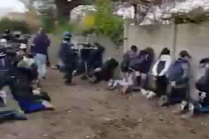 Gilet gialli, la polizia francese fa inginocchiare oltre 100 liceali dopo le proteste