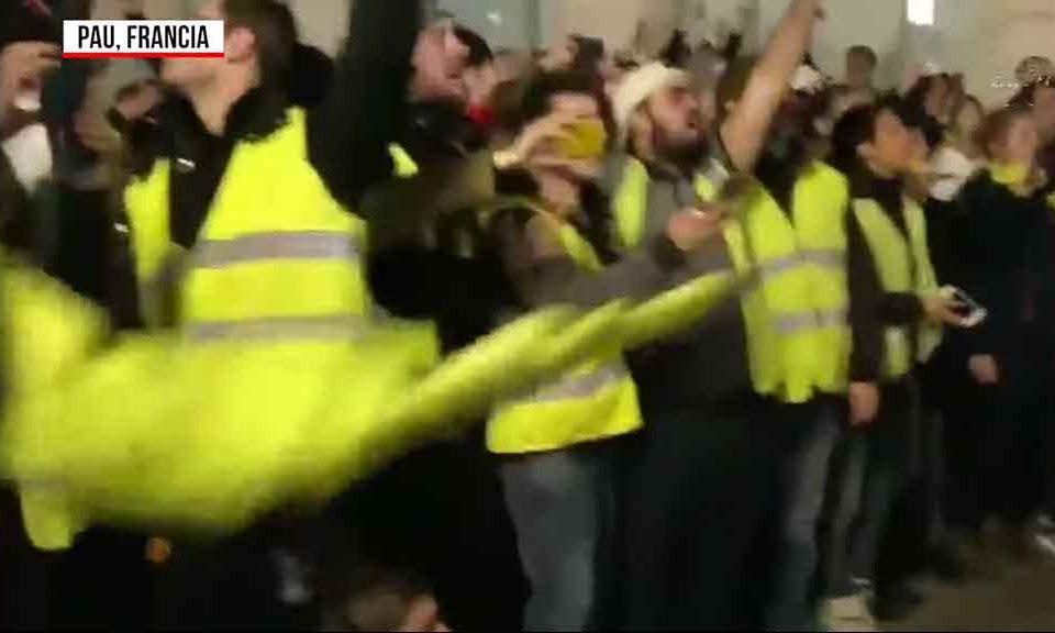 Parigi: scontri nella notte tra Gilet Gialli e Polizia