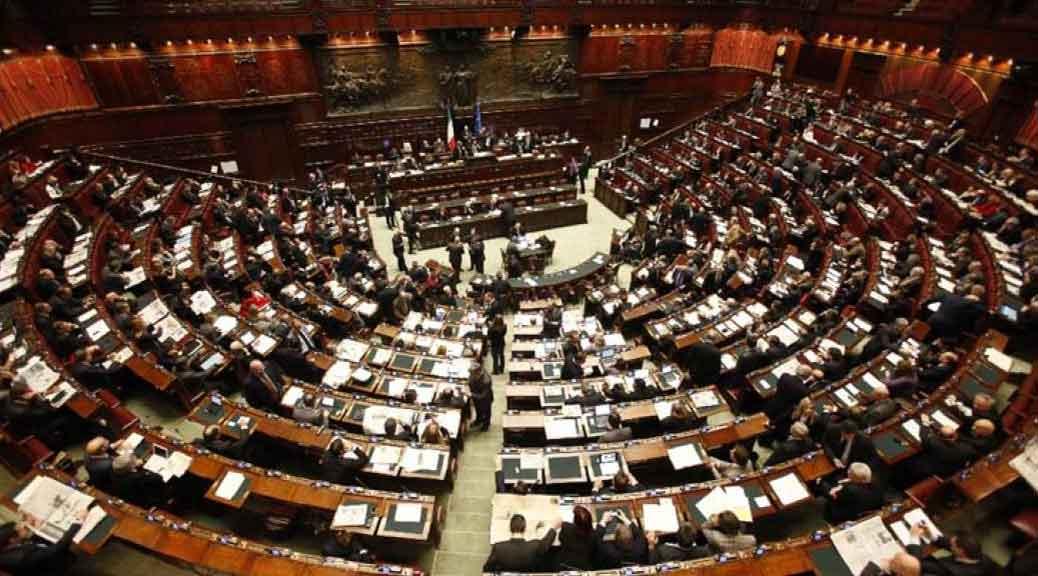 Taglio numero parlamentari m5s 39 i deputati passeranno da for Numero senatori e deputati in italia