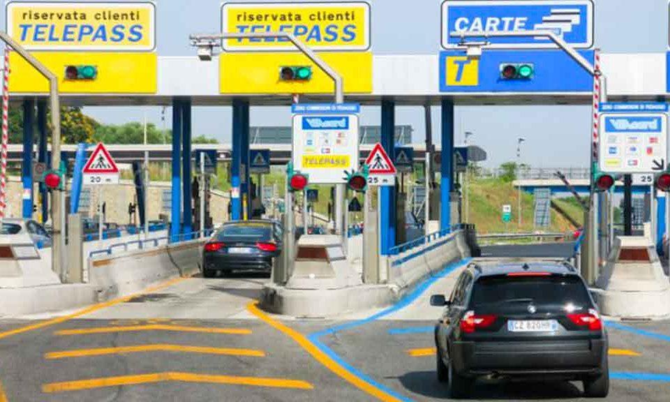Autostrade: Di Maio-Di Battista, via la concessione