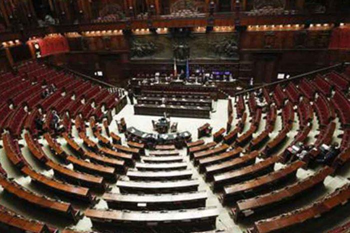 Taglio dei parlamentari, blog M5S: «1 miliardo di risparmi in 10 anni»