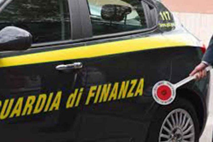 Arrestato maresciallo della Finanza: 'ricattava imprenditori chiedendo soldi per evitare multe e chiusure'