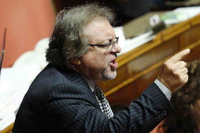 Governo, Giarrusso (M5S): «Non diamo la fiducia se si inizia subito a martellare l'accordo»