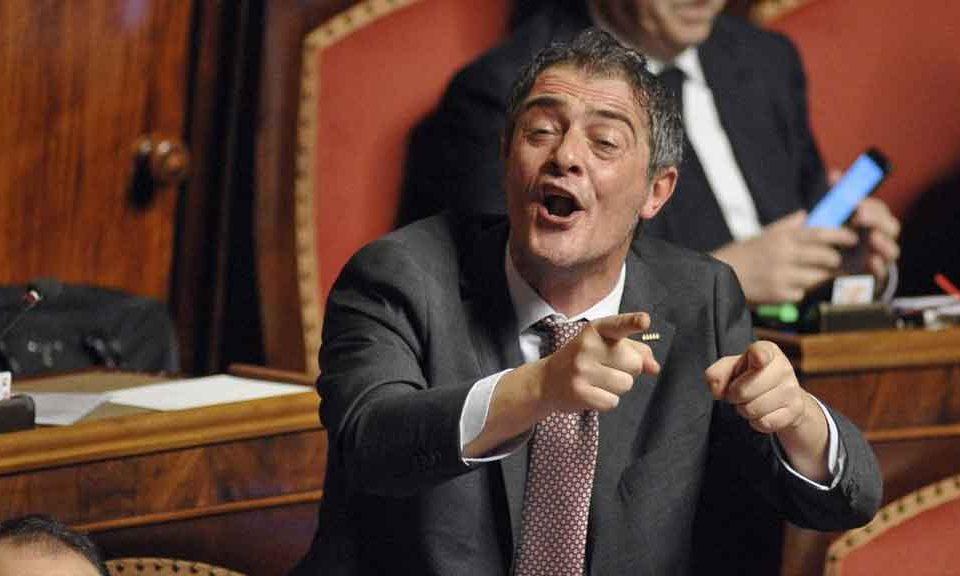 Manovra finanziaria, Gianluca Castaldo (M5S): 'Hanno detto che volevamo mettere le mani in tasca agli italiani, falsità. Le vogliamo mettere solo ai grandi evasori'