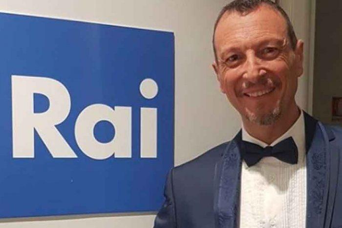 Bufera su Amadeus: ai giornalisti non piace il gesto del conduttore di Sanremo 2020