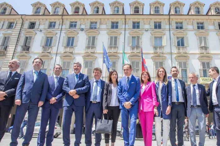 Piemonte, la giunta leghista presenta proposta di legge per alzarsi lo stipendio di mille euro. Il M5S: '8mila euro vi sembrano pochi?'