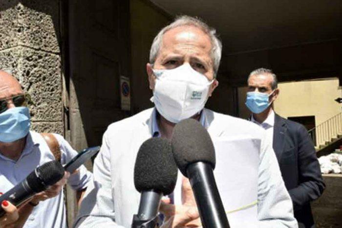 Covid, Crisanti: 'Se i contagi salgono rischiamo di perdere il controllo'