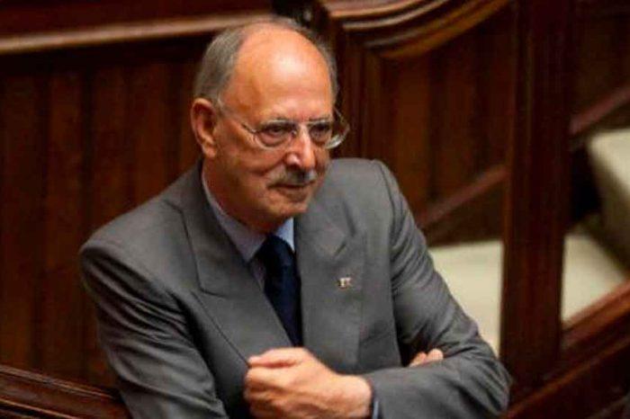 Angelucci indagato per istigazione alla corruzione, 5Stelle all'attacco